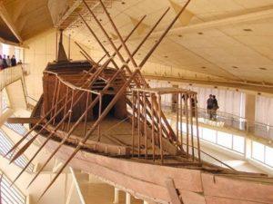 Une nouvelle barque solaire découverte à Saqqarah